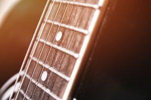 Manche de guitare acoustique
